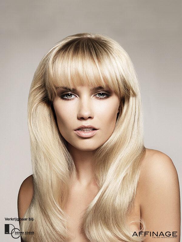 Hairstylist 2 blonde vrouw pony Jolange Opleidingen