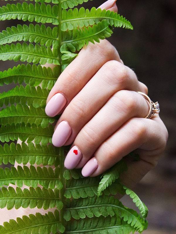 Nagelstylist roze nagels hart Jolange Opleidingen